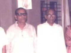 Arun Kashalkar with Baba Azizuddin, Mallikarjun Mansoor and brother Ulhas.jpg