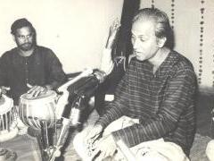 Pt Arun Kashalkar in concert, accompanying him on the tabla is Pt Vibhav Nageshkar